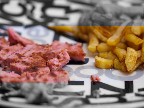 Línea de hamburguesa y patatas fritas